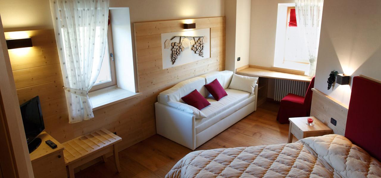 Camera del vino agriturismo trentino la polentera hotel storo for Arredo hotel trento